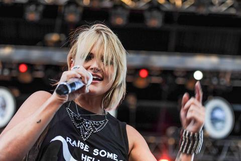 Read more about the article Win with Gab: Win a t-shirt as seen on Miranda Lambert