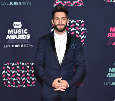 Thomas Rhett rocks the white shoes on the CMT Music Awards red carpet
