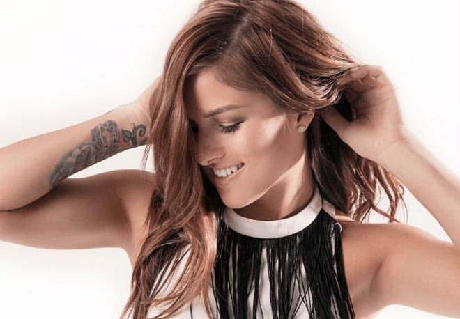 """Cassadee Pope Brings The Heat With Her Sizzling """"Summer EP"""""""