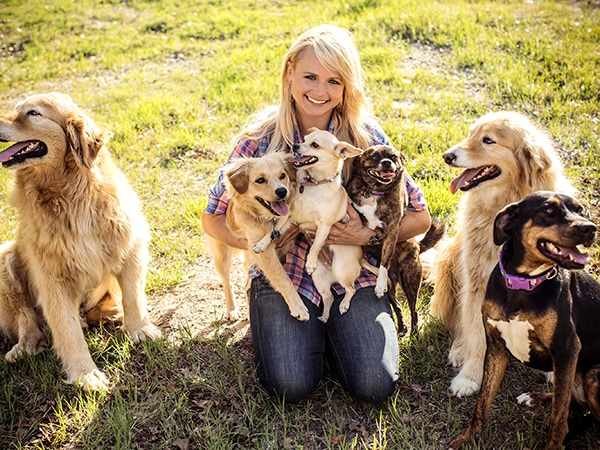 Miranda Lambert's MuttNation Helps 41 Dogs Find New Homes