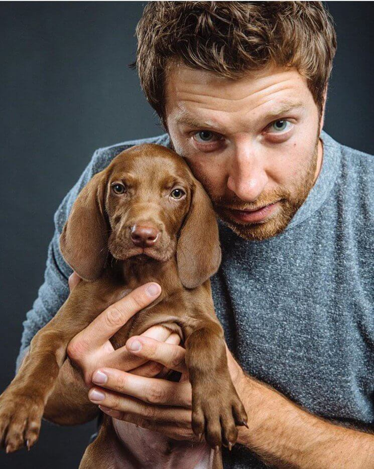 Read more about the article Brett Eldredge's new puppy, Edgar, is the greatest fashion accessory ever!