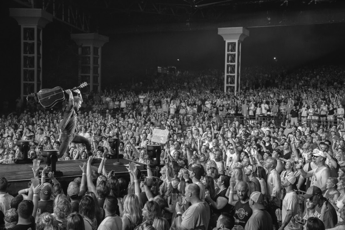 Read more about the article Dierks Bentley invites Randy Houser and Drake White for new 'Somewhere on a Beach Tour' dates