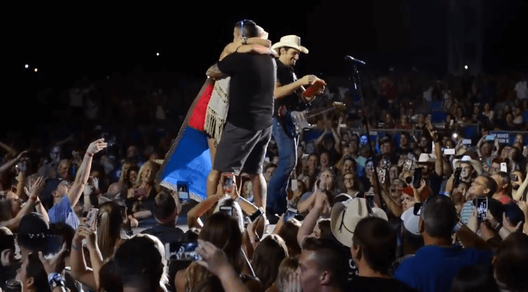 Read more about the article Brad Paisley gives St. Louis couple the ultimate baby gender reveal video