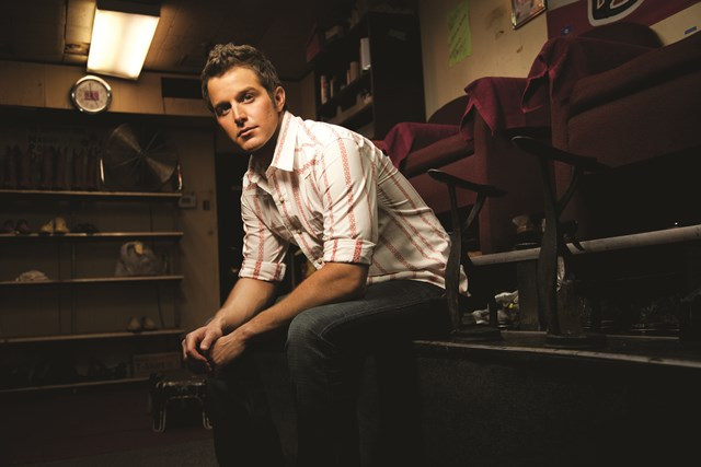 Read more about the article Easton Corbin Gives a Couple of Fans Life-Changing News (Watch!)