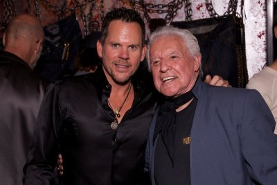 Gary Allan with Manuel (photo by Jim Shea)