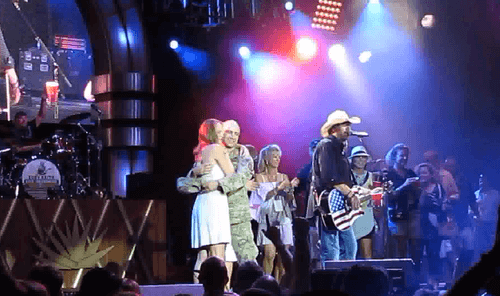 Read more about the article Toby Keith surprises wife with her returning soldier husband