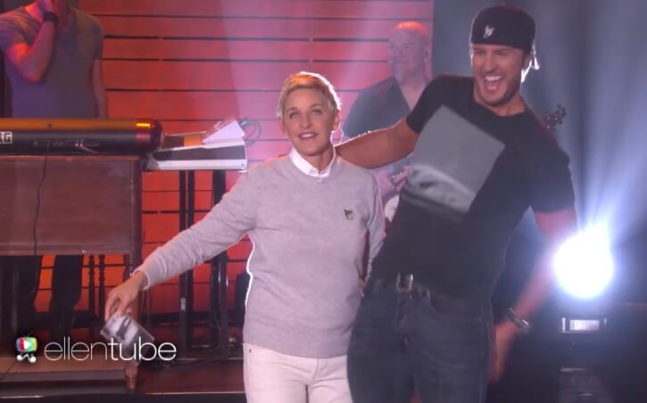 Read more about the article Ellen DeGeneres puts Luke Bryan's butt-grab ban to the test