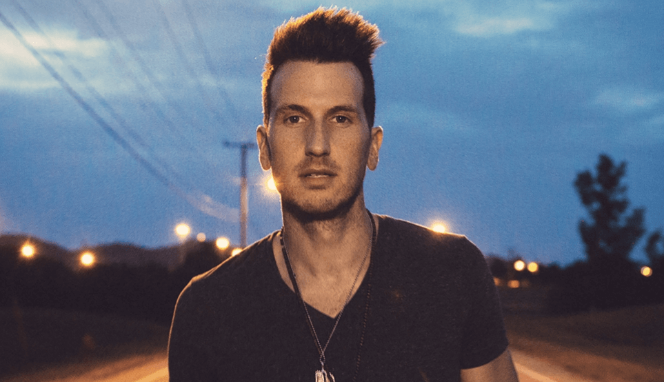 Read more about the article Interview: Gabbing with Russell Dickerson