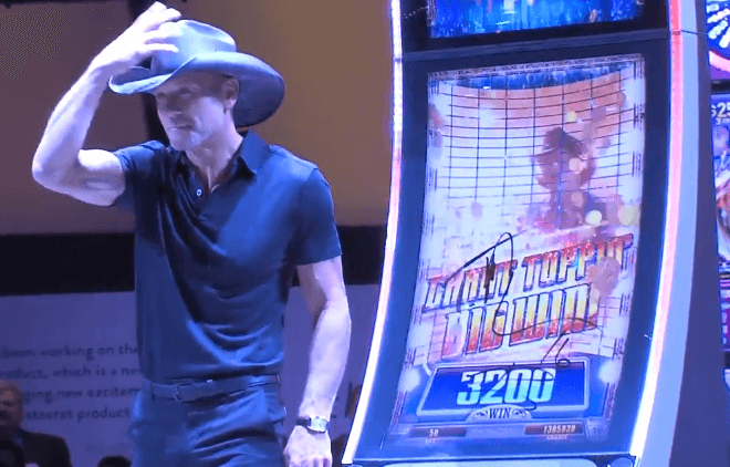 Tim McGraw surprises Las Vegas by unveiling his own slot machine