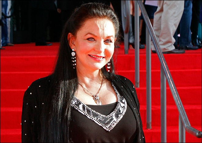 Crystal Gayle to Become the Newest Opry Member