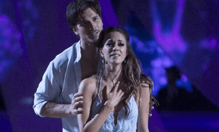 Read more about the article Jana Kramer Celebrates a Perfect Night