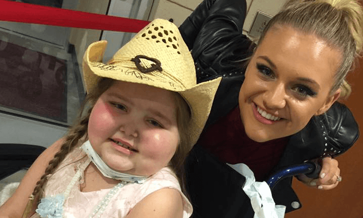 """Read more about the article Kelsea Ballerini Gives Young Fan the """"Best Moment of Her Night"""""""