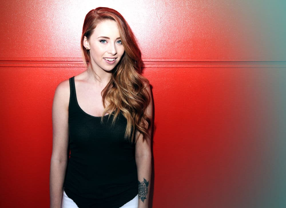 """Read more about the article Kalie Shorr Covers TLC's 1990s Hit """"No Scrubs"""" (Watch!)"""