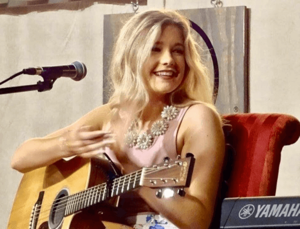 """Emily Brooke Performs """"To Love You Again"""" at Nashville Event"""