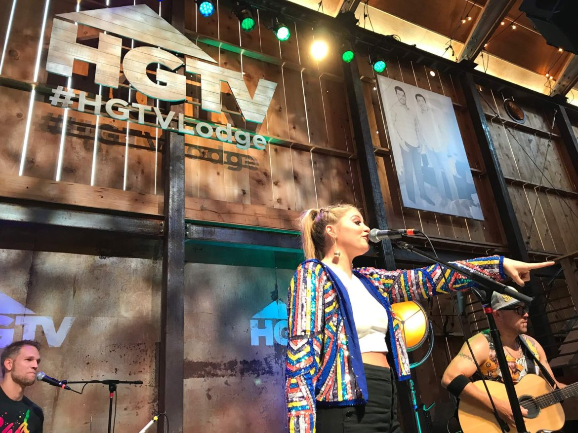 Lauren Alaina WOWed the Crowd — Including One Small Fan — During CMA Fest