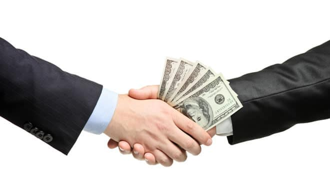 Read more about the article The Benefits of Getting a Loan Online Instead Of a Traditional One