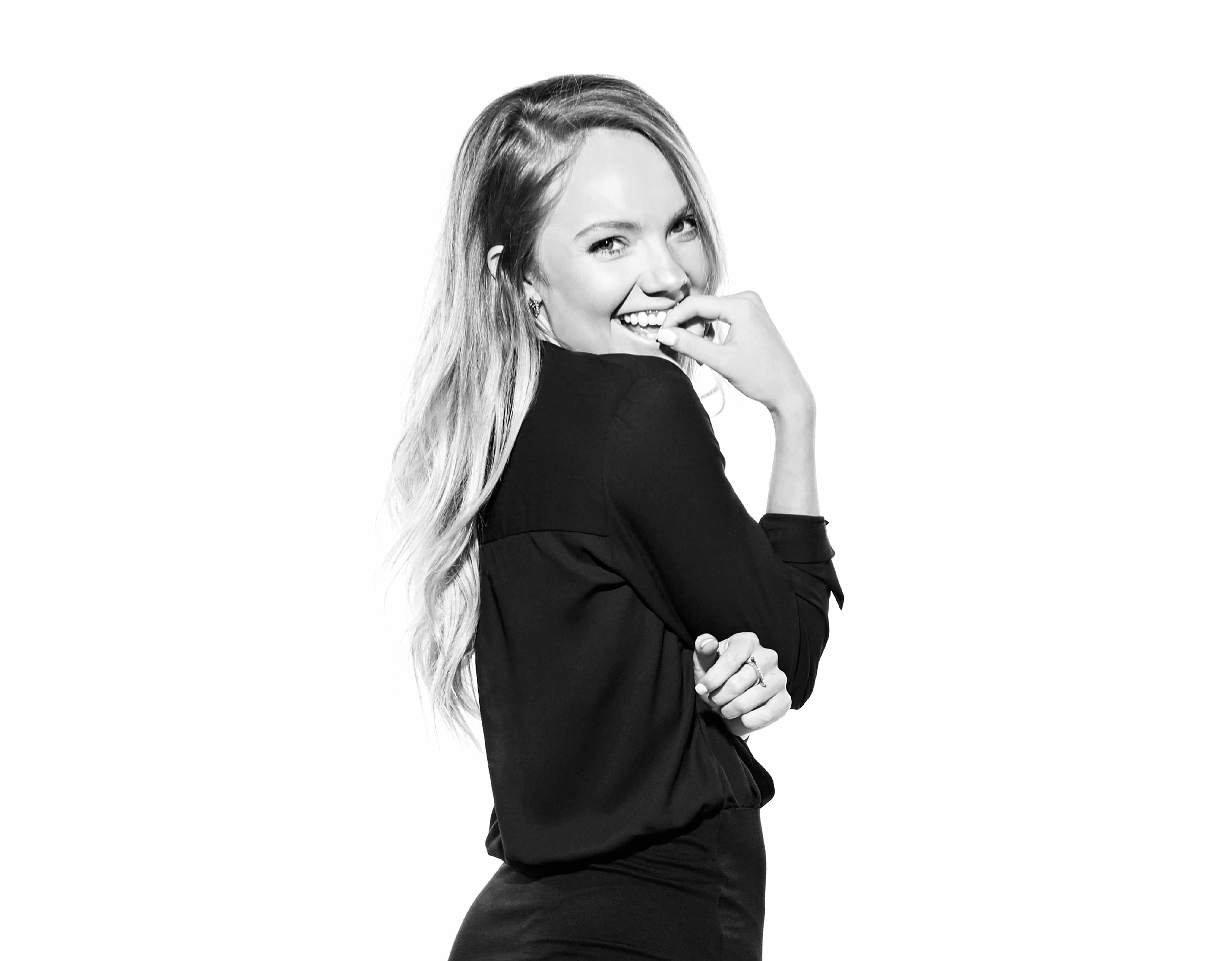 Read more about the article Interview: It's Officially Time to Meet Danielle Bradbery