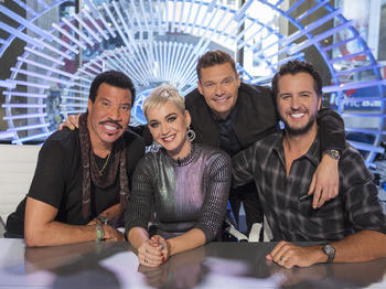 """Read more about the article """"American Idol"""" reboot finally gets a premiere date"""