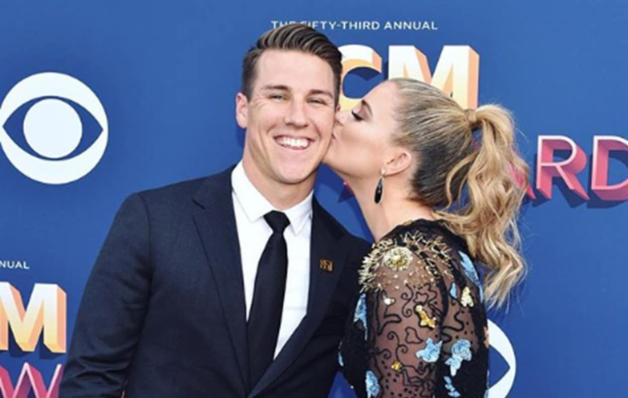 Read more about the article Lauren Alaina and Alex Hopkins Are Engaged!