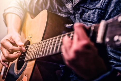 Read more about the article A Beginners Guide To Learning Guitar