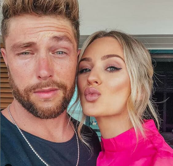 Read more about the article Chris Lane engaged to Bachelor alum Lauren Bushnell