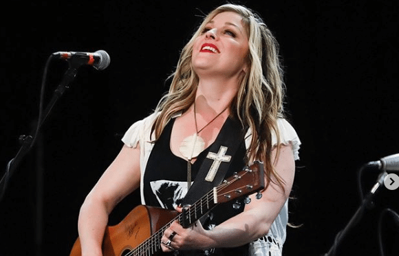 Read more about the article Sunny Sweeney saves a kitten