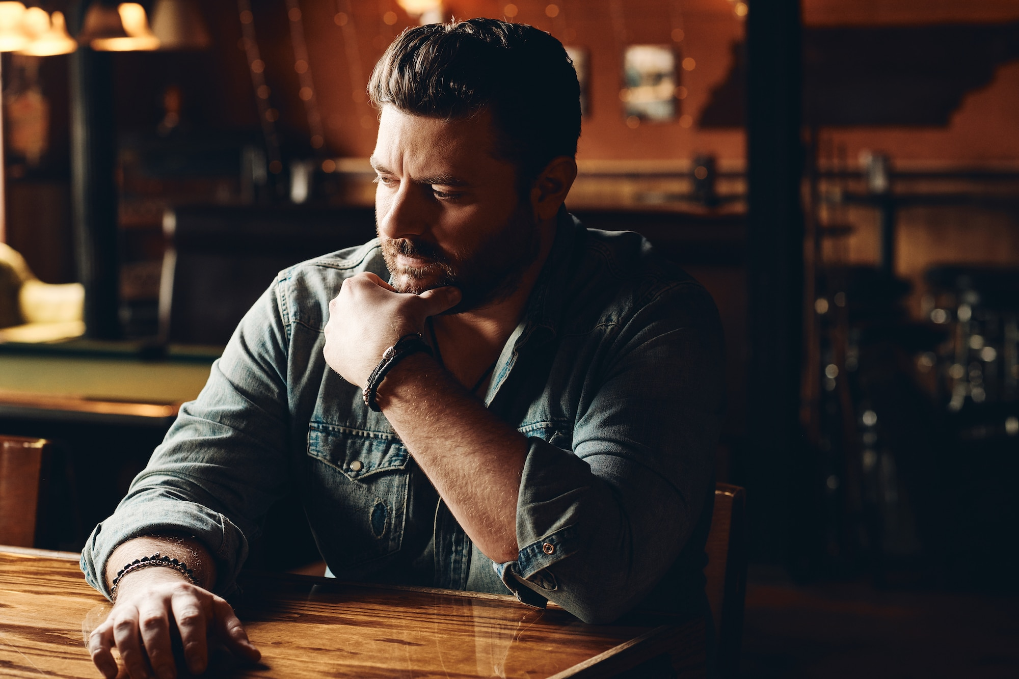 Chris Young debuts self-directed music video for 'Drowning'