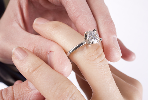 Your Love deserves The Best: Here's How To Choose Between A Moissanite VS Diamond Engagement Ring For Her