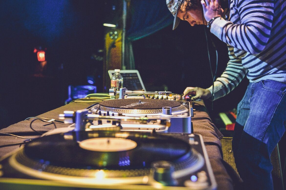 Best DJ Equipment and Where to Buy It