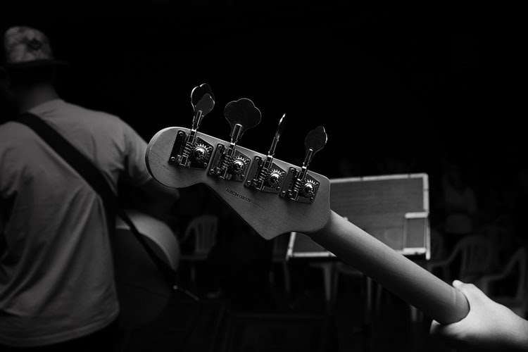 Read more about the article 3 Main Types Of Guitar Players