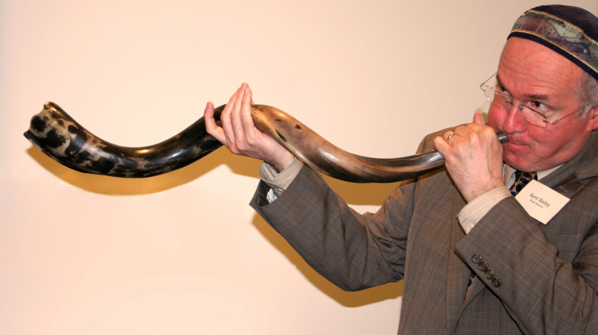 Read more about the article What is shofar? How might I purchase this Judaica store?