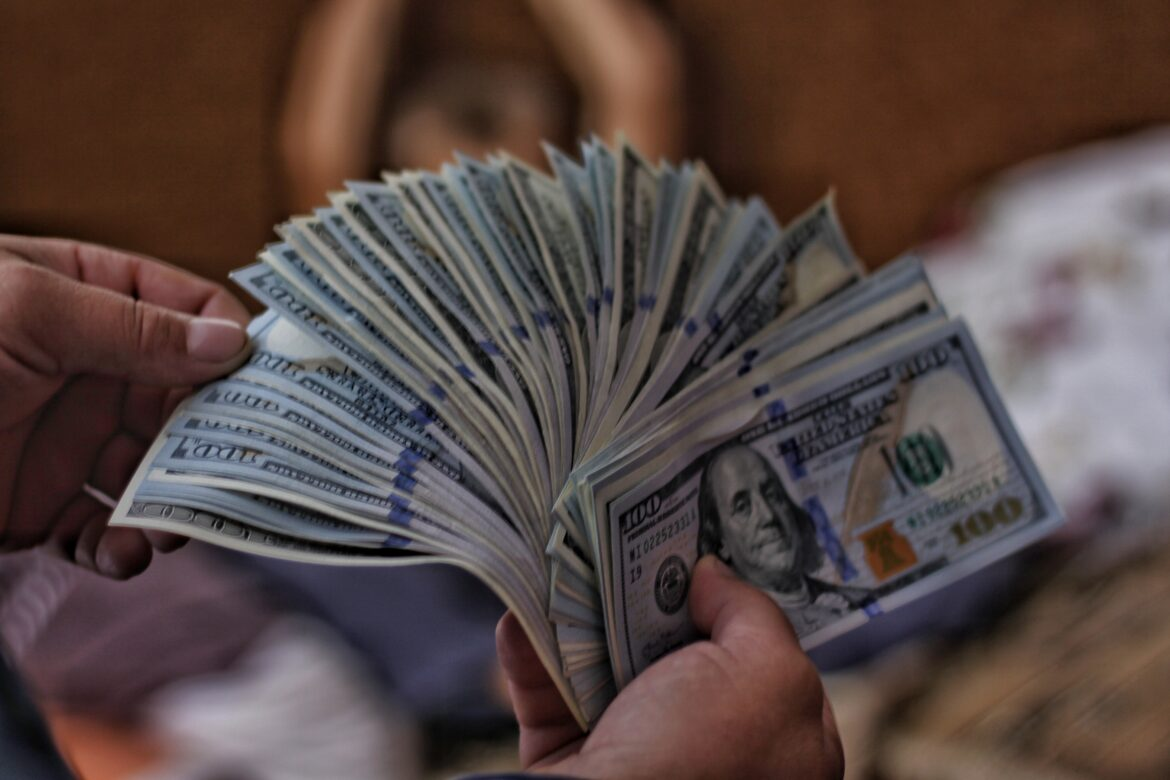 How to be Wise with Money While Betting