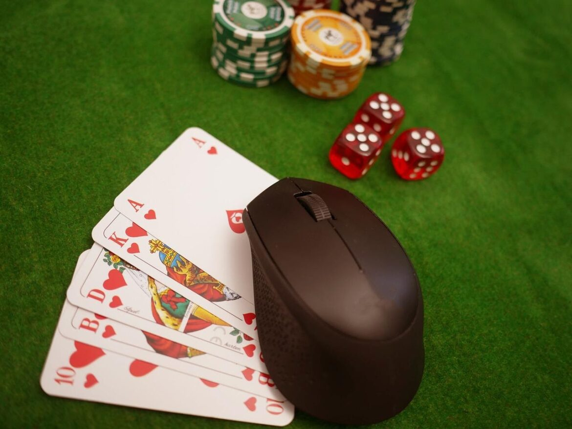 The reason why online card games have increased in popularity