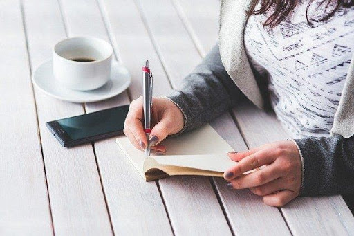 Read more about the article Improve Your Writing Skills With 5 Simple Tips