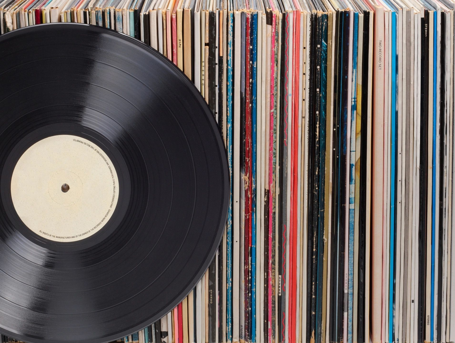 Read more about the article How to store in best conditions your vinyl record collection