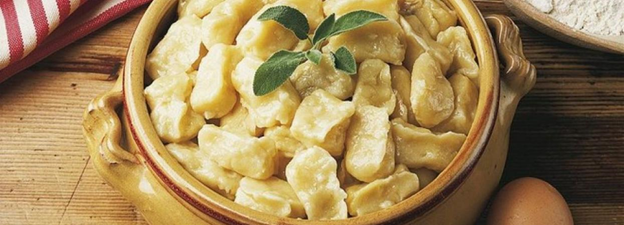 Read more about the article Eat Dumplings Like Ukrainian Nobility: Halushky through History And Modern Times