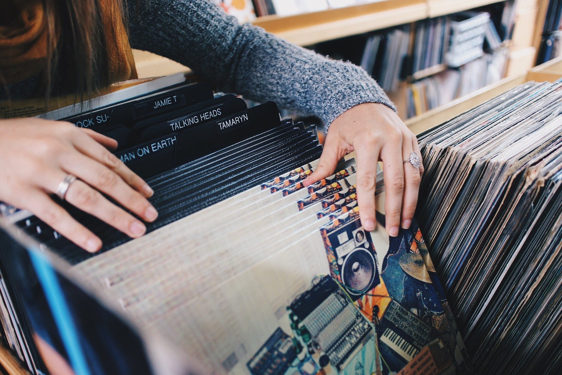 Read more about the article Digital or Physical? Data Illustrates the Evolution of Music Consumption