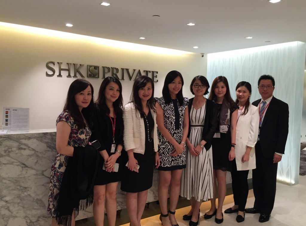 Together with the staff of SHK Private, Ms Angela Li (the 4th one from the right) of BNUZ organized these activities for the students.