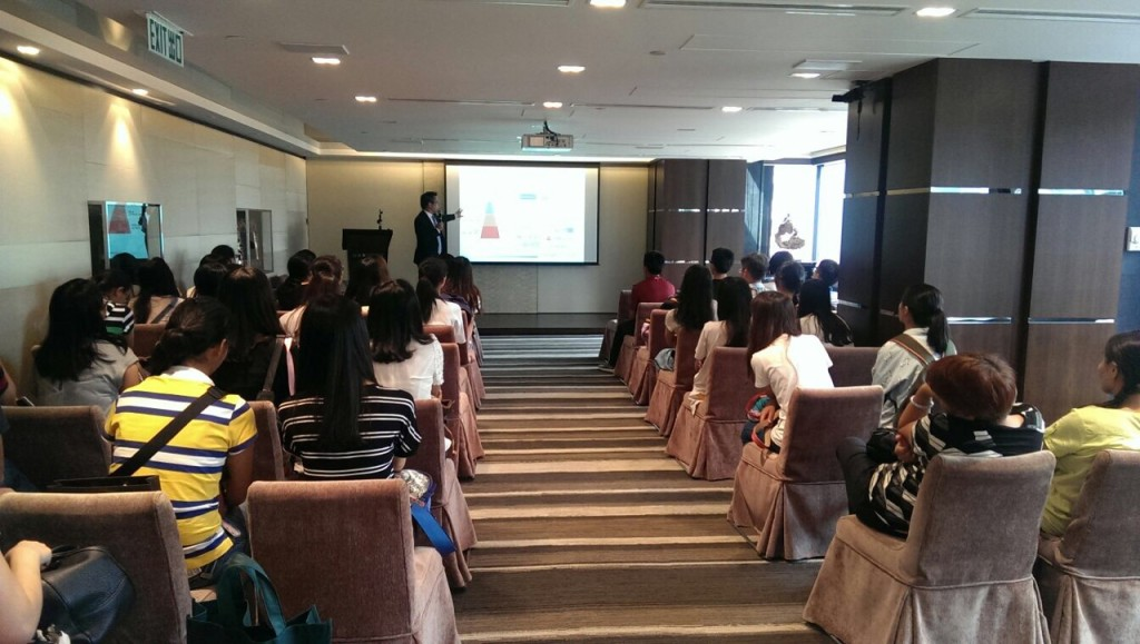 Introducing SHK Private and giving them a brief lecture on the financial industry to the students