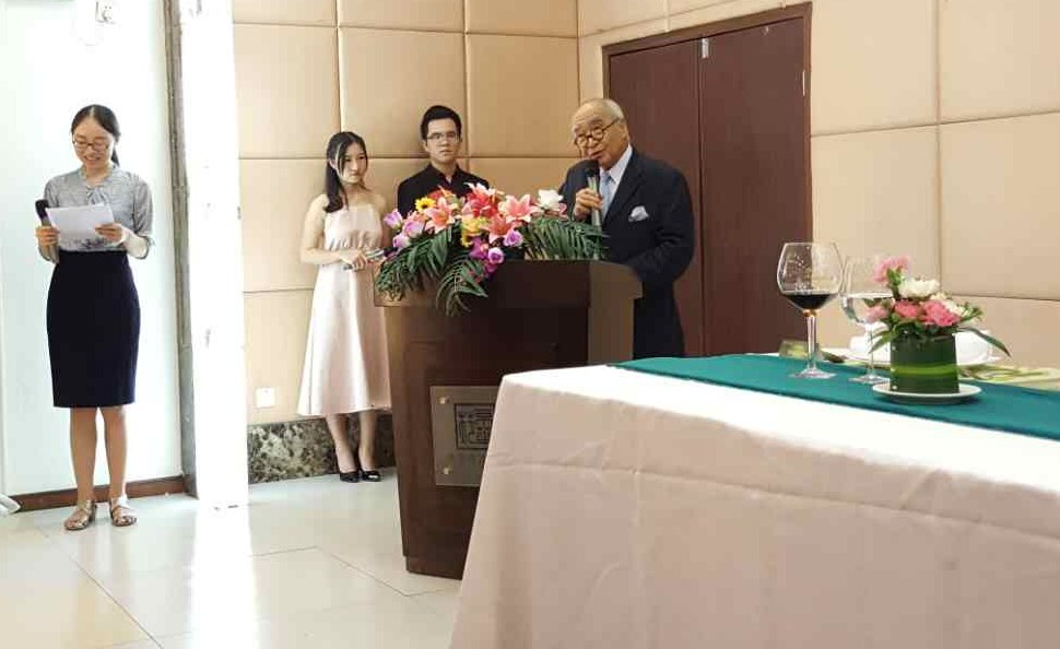 Dr. Wong making the third speech with a scholarly lady doing interpretation in Putonghua.