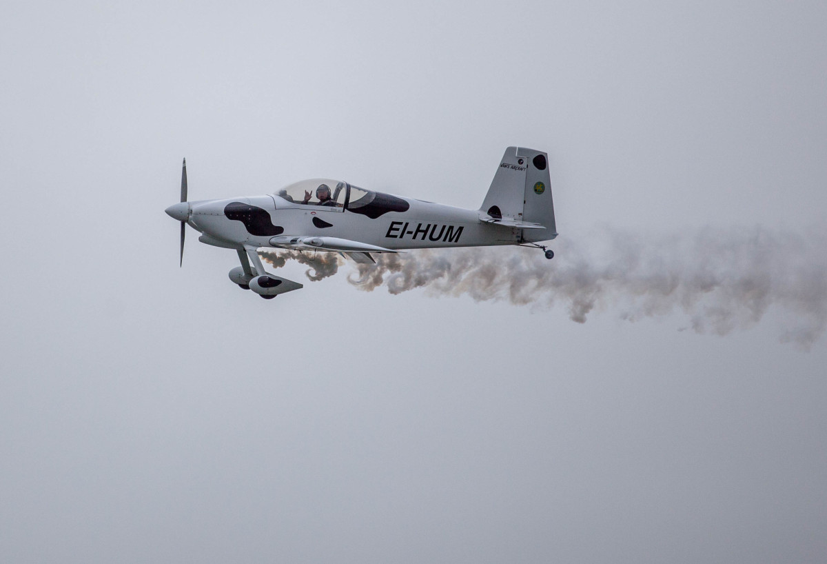 Gerry Humphries piloting a RV-7 over the Shannon Estuary. Picture: Alan Place/Fusionshooters.