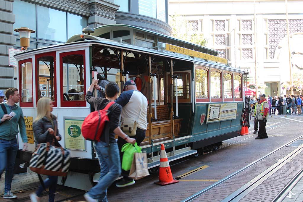 Turistas no cable car