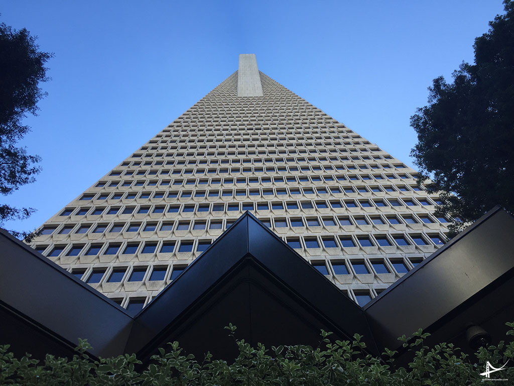 Transamerica Pyramid vista de baixo