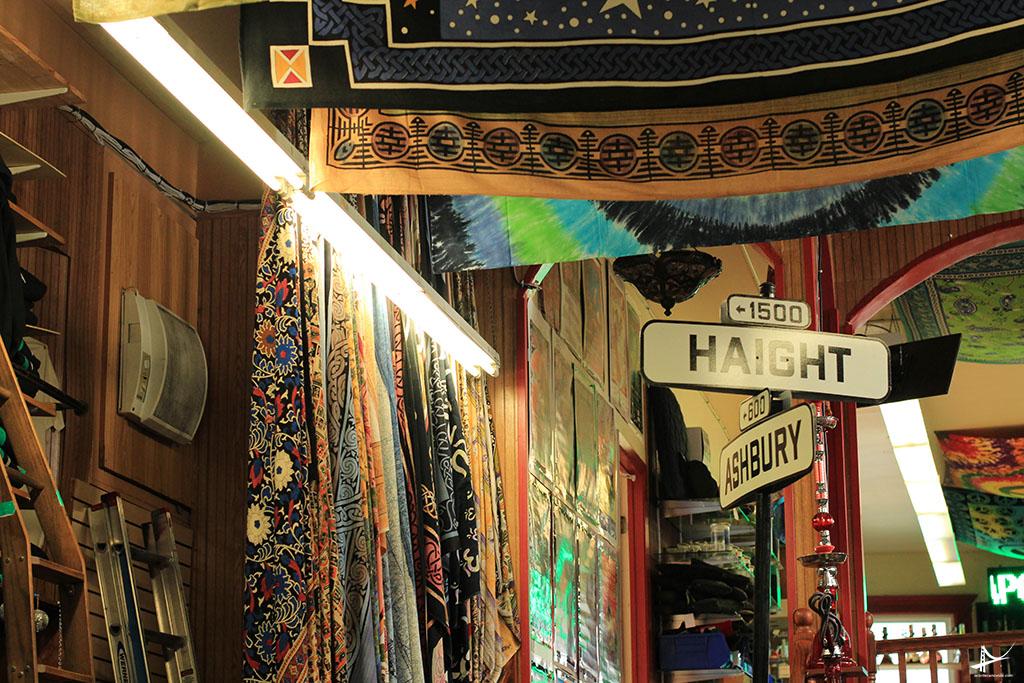 Lojas com estilos indianos na Haight