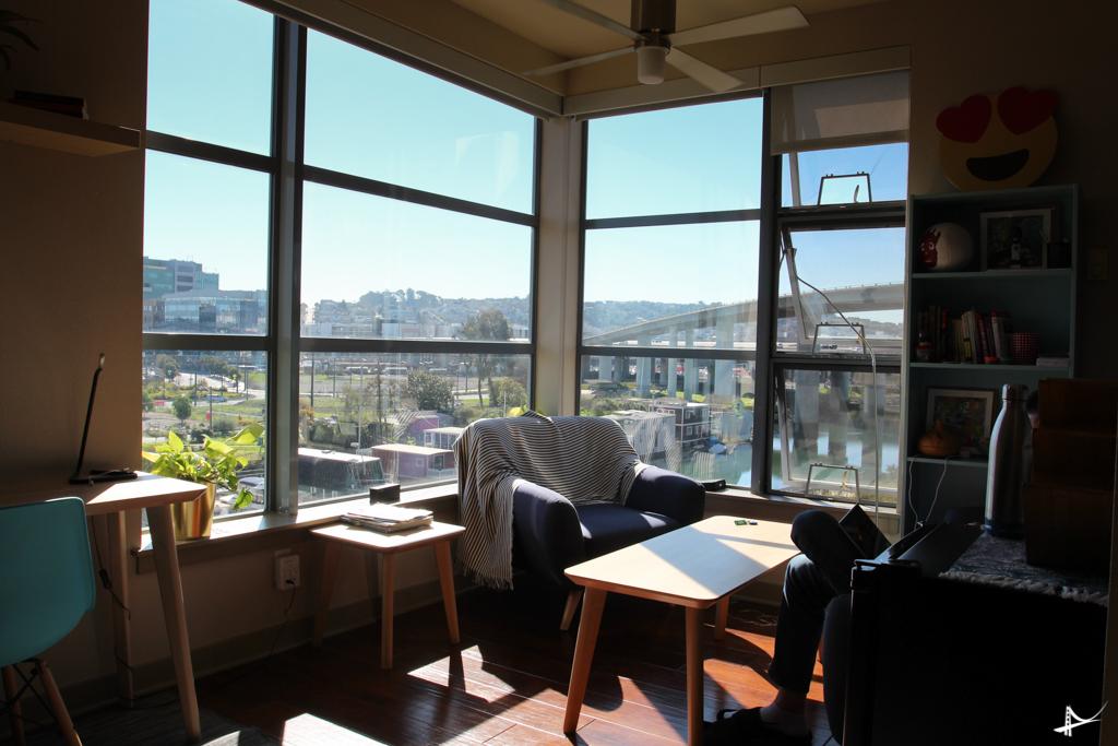 Sala de um dos apartamentos do Haas Living
