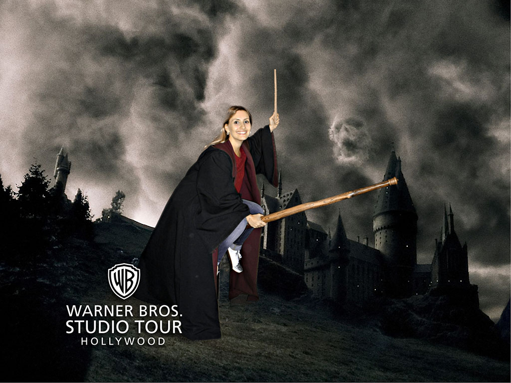 Lari interpretando Harry Potter