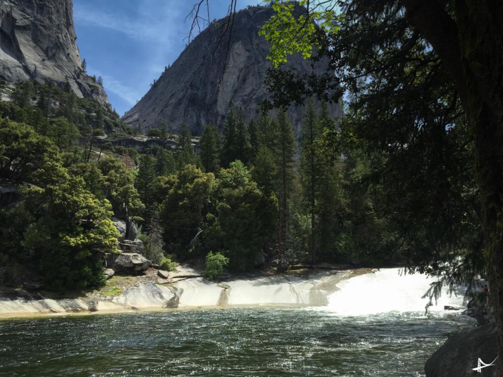 No alto da Vernal Falls no Yosemite