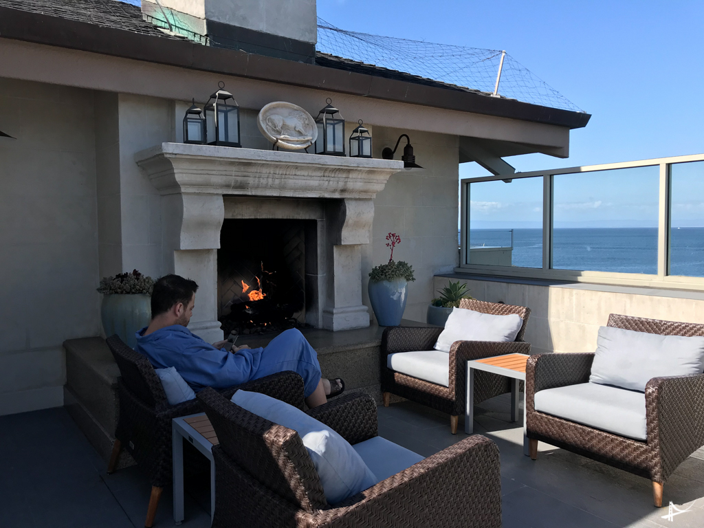 Terraço no hotel ao lado do spa no Monterey Plaza