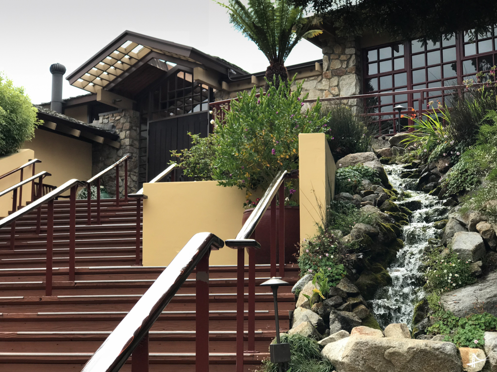 Entrada do hotel Highlands Inn