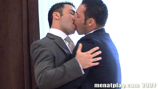 porn_addicted_bear_Jed_Willcox_Dan_Vega_private_viewing_01.jpg